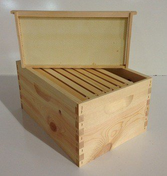 Blythewood-Bee-Company-8-Frame-Beehive-Brood-Chamber-Complete-0